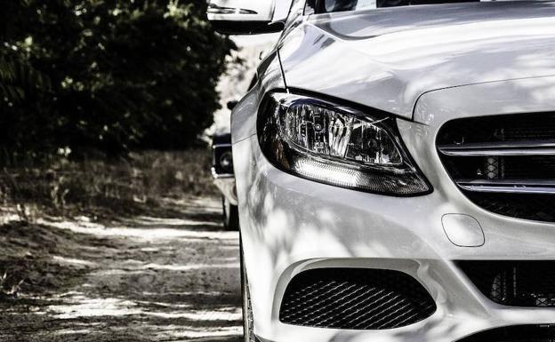 Foto coche Audi y Volkswagen sobre seguros, Cieza.