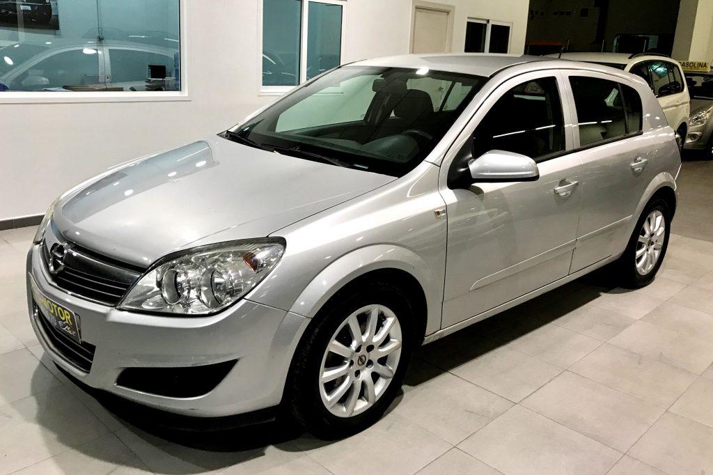 Imagen de nuestro Opel Astra de Ali-Ci Motor en Cieza, Murcia.