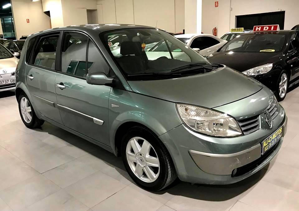 Coche Renault Scenic de Ali Ci Motor Cieza, en Murcia.