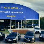 Imagen panorámica de la fachada del concesionario AliCi Motor Cieza en Murcia.