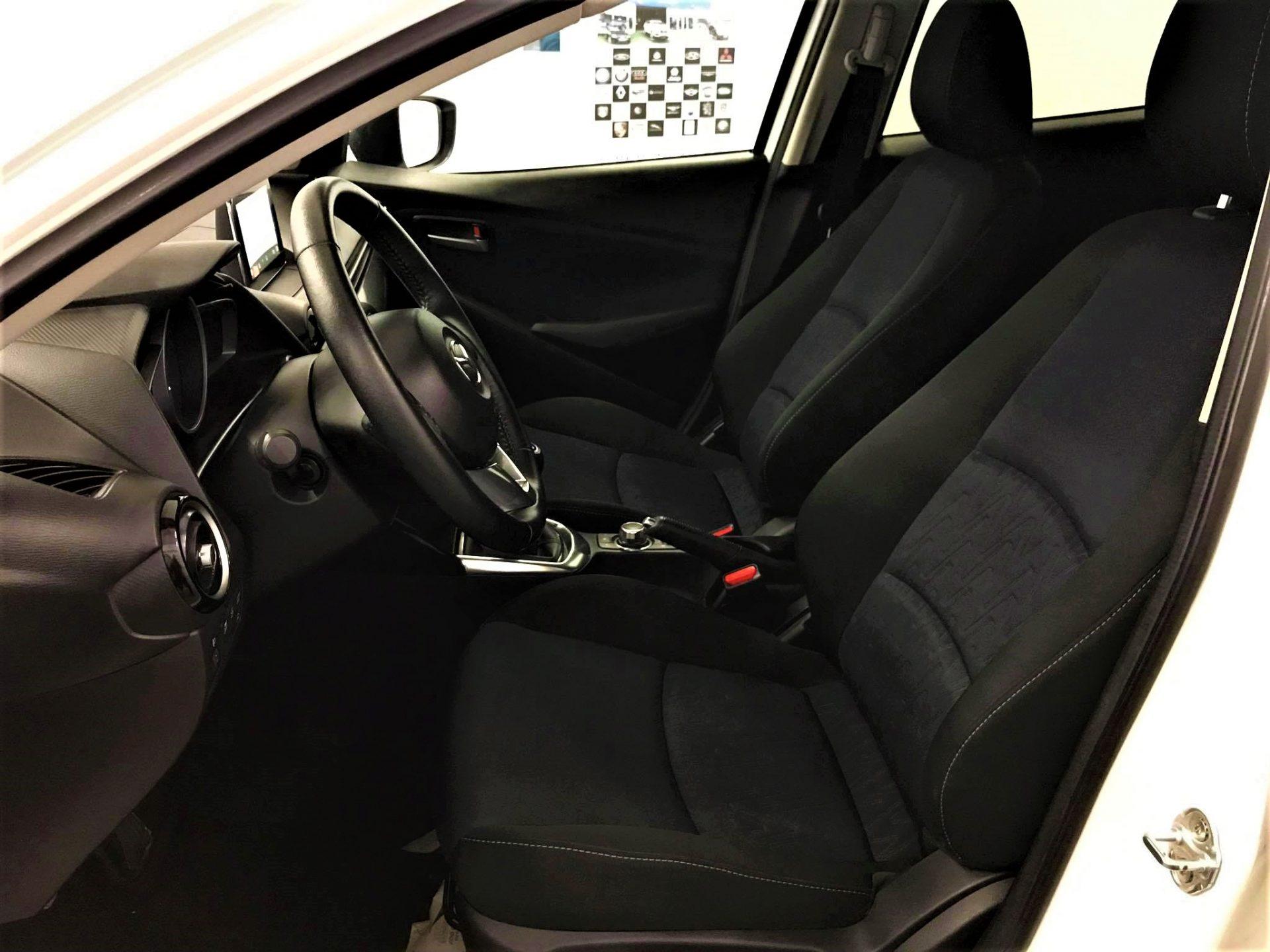 Mazda 2 'gasolina'
