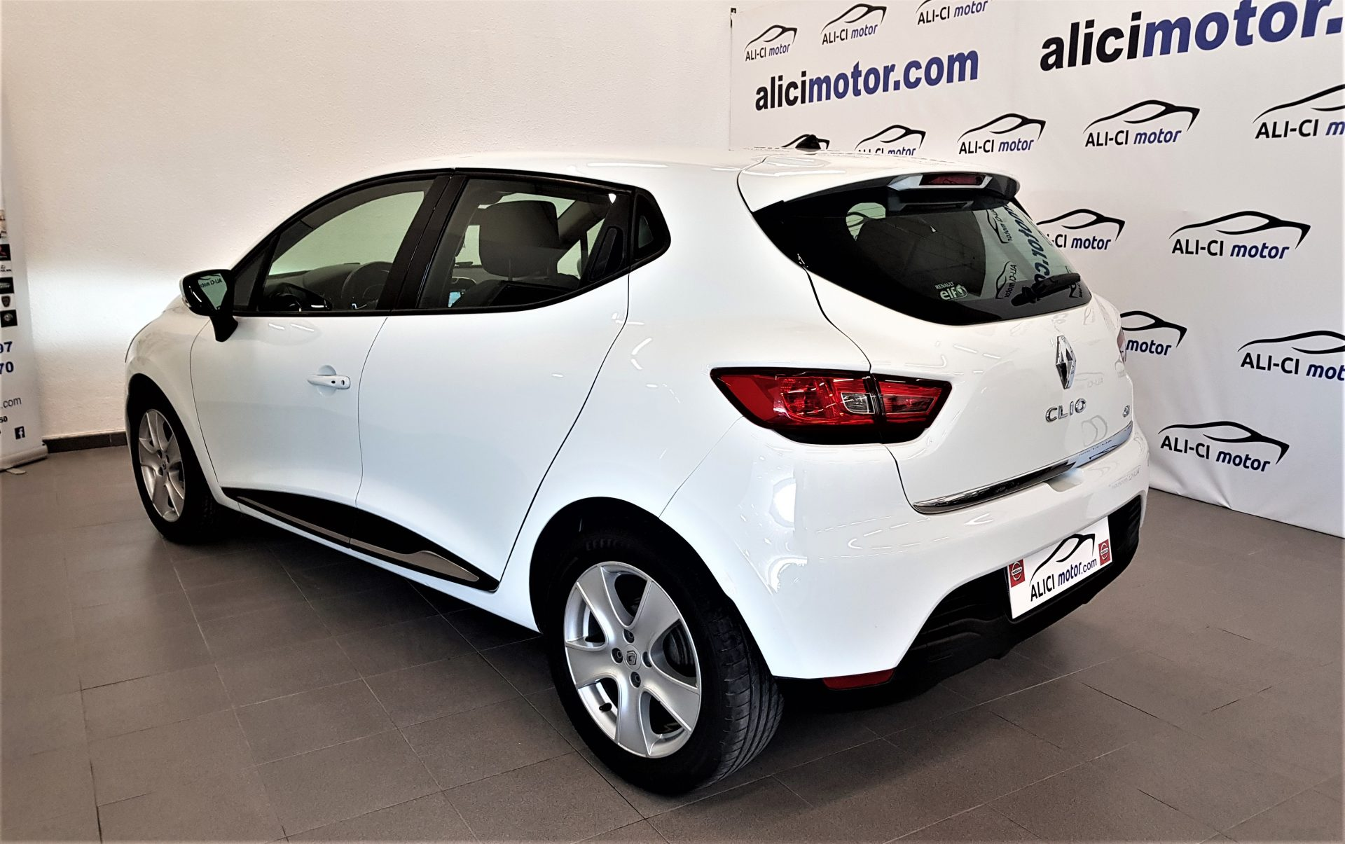 Renault Clio Diésel con Navegador, Cámara y Sensores